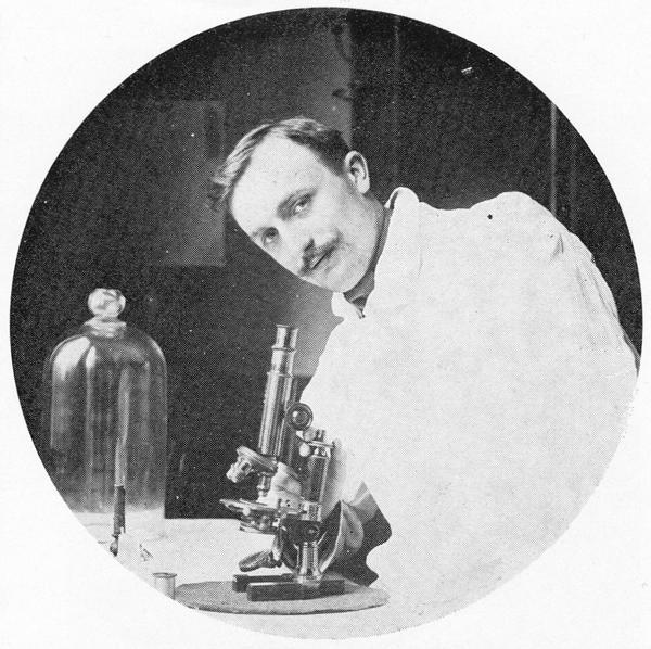 Emile Bollaert dans le laboratoire Calmette