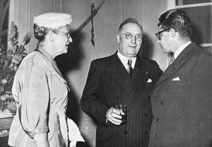 Monsieur et Madame Bollaert avec Jacques Gandouin, chef de cabinet