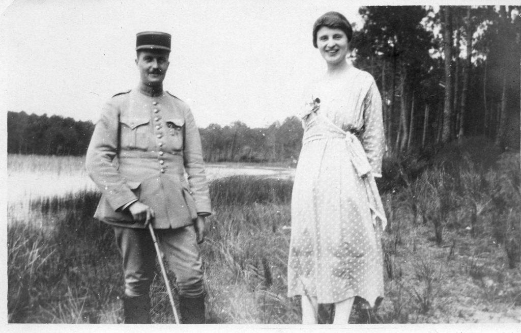 Emile Bollaert en permission avec sa fiancée